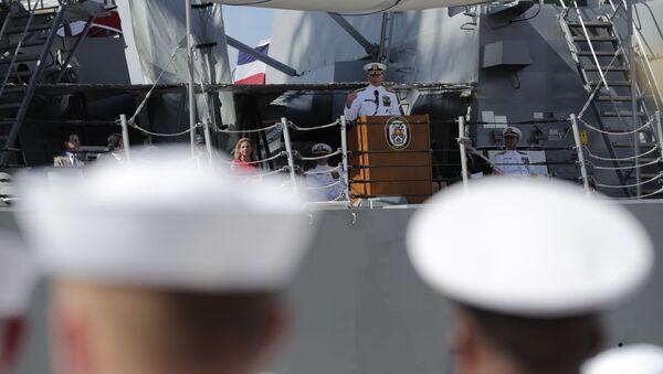 El jefe del Comando Sur de EEUU, Craig Faller, dando un discurso ante efectivos de la Marina estadounidense - Sputnik Mundo