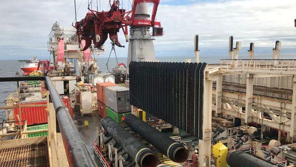 El barco de Allseas coloca tuberías para el gasoducto Nord Stream 2  - Sputnik Mundo