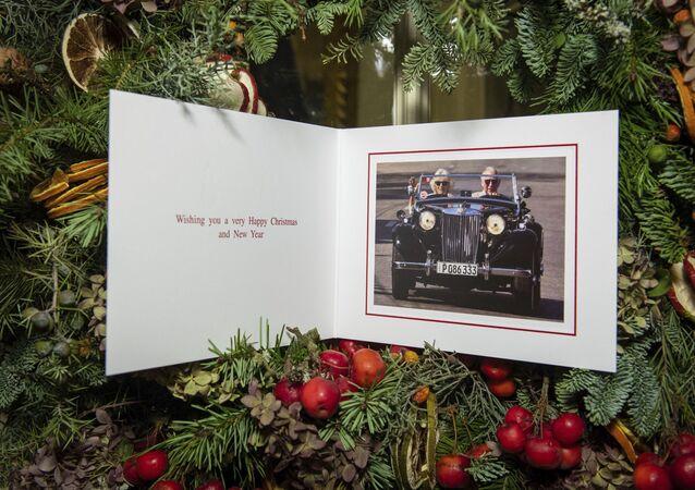 Tarjeta postal oficial de navidades del príncipe Carlos, heredero de la corona real británica