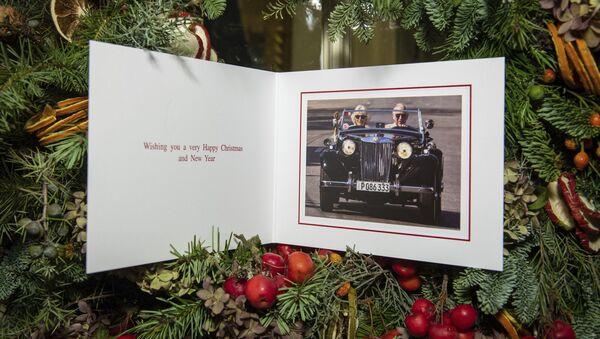 Tarjeta postal oficial de navidades del príncipe Carlos, heredero de la corona real británica - Sputnik Mundo