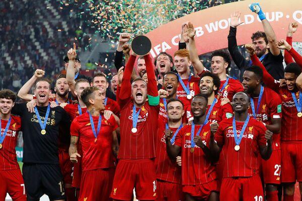 Los jugadores del Liverpool celebran la victoria en el Mundial de Clubes 2019 - Sputnik Mundo