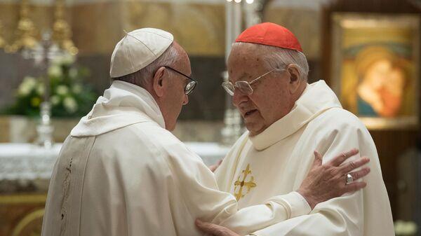 El papa Francisco (izda.) y el cardenal Angelo Sodano, defensor de la orden Legionarios de Cristo (archivo) - Sputnik Mundo