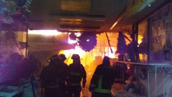 Un incendio consume el Mercado San Cosme en Ciudad de México - Sputnik Mundo