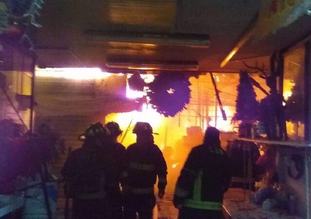 Un incendio consume el Mercado San Cosme en Ciudad de México