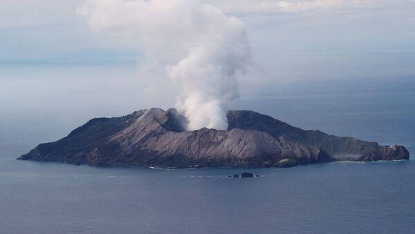 La erupción del volcán Whakaari en Nueva Zelanda - Sputnik Mundo