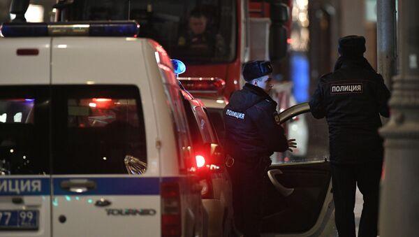 Policía en el lugar del tiroteo en el centro de Moscú - Sputnik Mundo