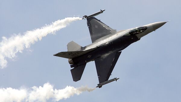 Un caza estadounidense F-16C - Sputnik Mundo
