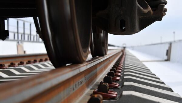Construcción de la vía férrea del puente de Crimea - Sputnik Mundo