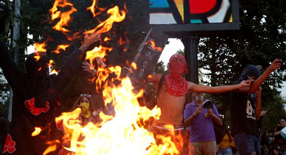Manifestantes protestan contra el gobierno de Sebastián Piñera en Valparaíso, Chile