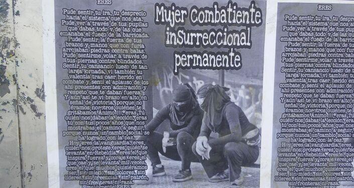 Mujer combatiente insurreccional permanente - afiche en las calles de Chile