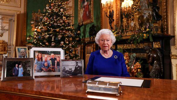 La reina Isabel II durante el discurso navideño - Sputnik Mundo