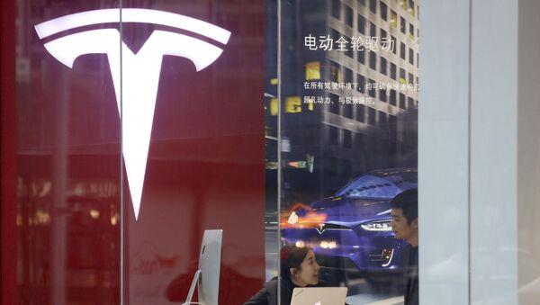 Una tienda de Tesla en China - Sputnik Mundo