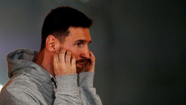 El futbolista Lionel Messi durante una presentación - Sputnik Mundo