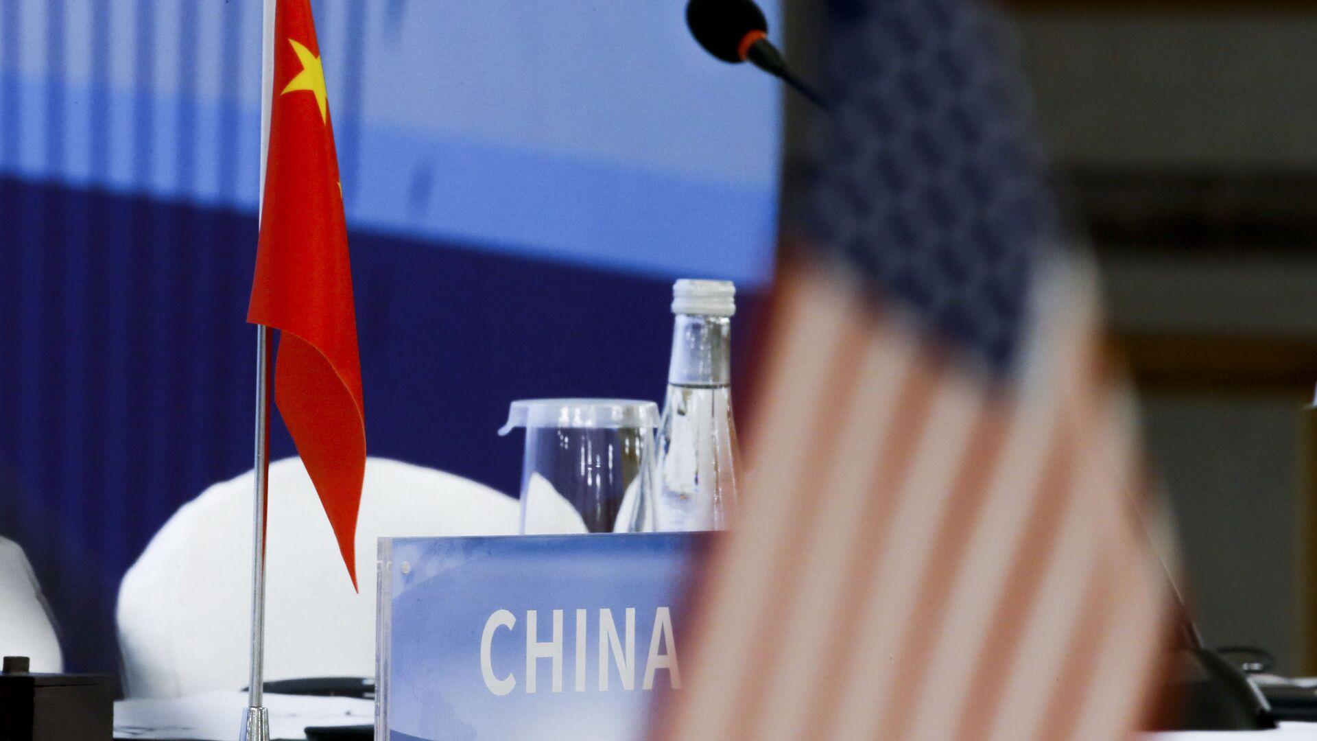 Banderas de China y EEUU - Sputnik Mundo, 1920, 05.03.2021