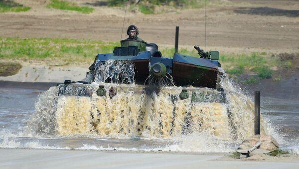 Un tanque alemán Leopard 2 A7 durante una maniobras de la OTAN (archivo) - Sputnik Mundo