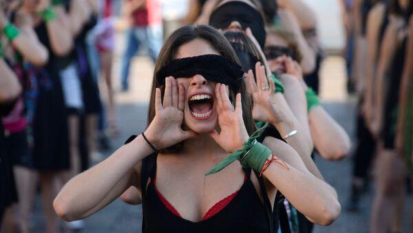 Una marcha contra la violencia de género en Argentina  - Sputnik Mundo