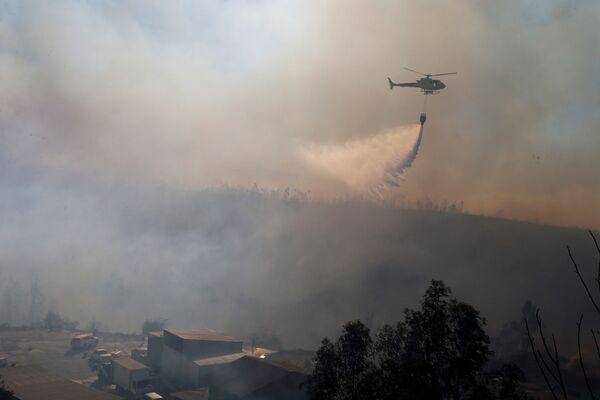 Navidad en llamas: terribles incendios obligan a los residentes de Valparaíso a dejar sus casas - Sputnik Mundo