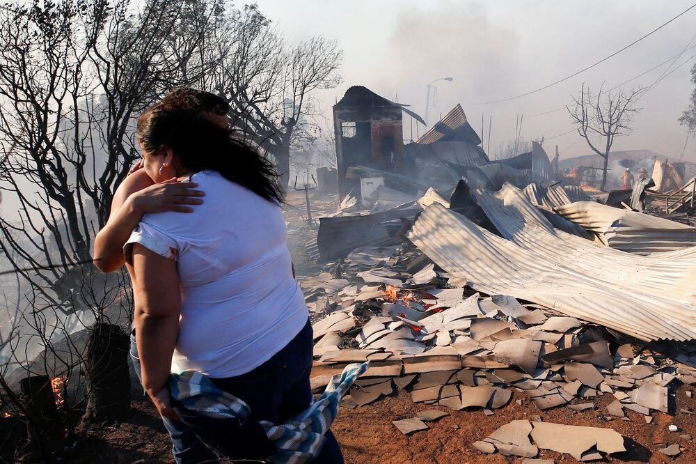 Navidad en llamas: terribles incendios obligan a los residentes de Valparaíso a dejar sus casas