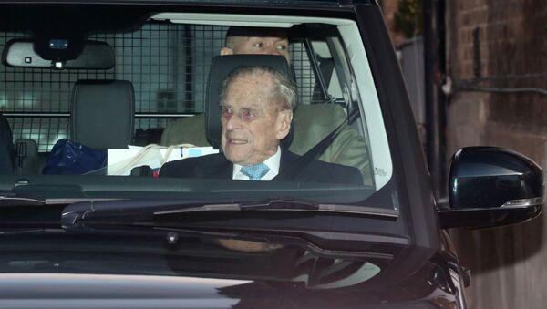 El príncipe Felipe deja el hospital King Edward VII tras cuatro días de internación - Sputnik Mundo