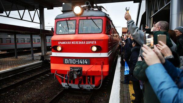 La llegada de un tren Moscú-Simferópol  - Sputnik Mundo