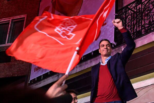 Pedro Sánchez celebra la victoria del PSOE en las elecciones generales de España, el 10 de noviembre de 2019 - Sputnik Mundo