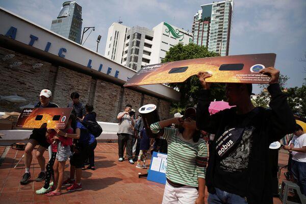 Así se vio el espectacular eclipse solar 'Anillo de fuego' - Sputnik Mundo