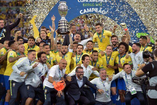 Brasil celebra su victoria en la Copa América 2019 en Río de Janeiro (Brasil), el 7 de julio de 2019 - Sputnik Mundo