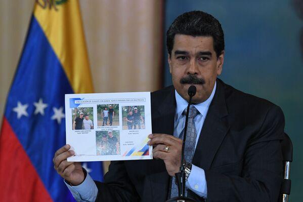 Nicolás Maduro, presidente de Venezuela, presenta imágenes del autoproclamado presidente Juan Guaidó posando junto a miembros de cárteles de la droga y grupos paramilitares en Colombia, el 30 de septiembre de 2019 - Sputnik Mundo