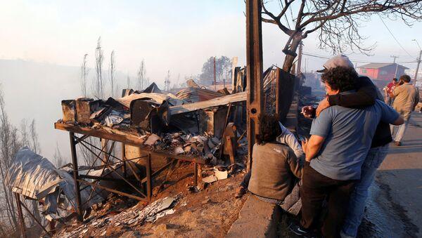 Consecuencias de incendios forestales en Valparaíso, Chile - Sputnik Mundo