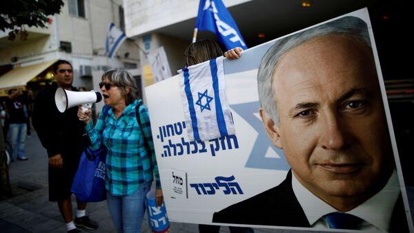 Un cartel con el rostro de Benjamín Netanyahu, el primer ministro de israel - Sputnik Mundo