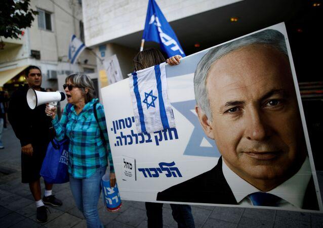 Un cartel con el rostro de Benjamín Netanyahu, el primer ministro de israel