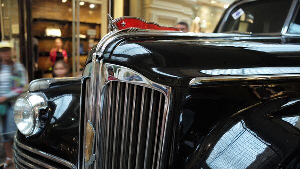 El coche ZIS-115 en la exposición de coches clásicos soviéticos - Sputnik Mundo
