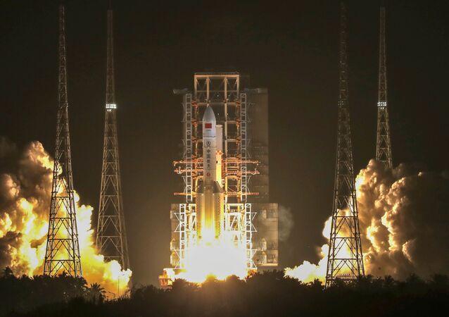 Lanzamiento del cohete portador Larga Marcha 5