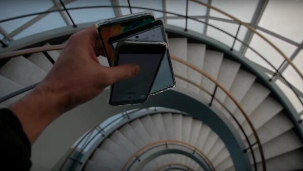 La prueba de fuego de los 'smartphones' más modernos de Apple, Samsung y Huawei - Sputnik Mundo
