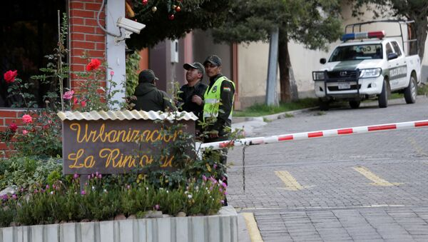 La entrada de la Urbanización La Rinconada, donde se encuentra la residencia de la embajadora de México, en La Paz, Bolivia - Sputnik Mundo