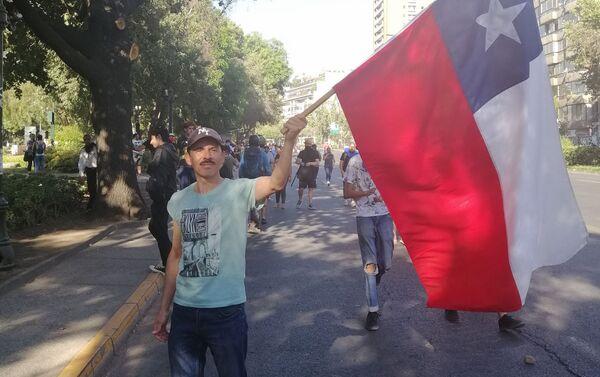 La última marcha masiva del año en Santiago de Chile convocó a miles de jóvenes para protestar contra el Gobierno de Sebastián Piñera. - Sputnik Mundo
