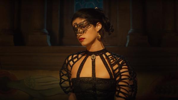 Yennefer (Anya Chalotra) en una escena de la serie 'The Witcher' - Sputnik Mundo