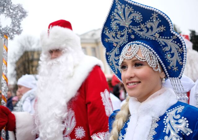 Así son las 'doncellas de la nieve' que ayudan a Papá Noel en Rusia
