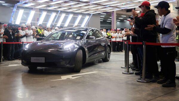 El nuevo coche d Tesla  - Sputnik Mundo