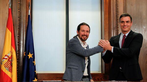 El líder del PSOE, Pedro Sánchez, y líder de UP, Pablo Iglesias - Sputnik Mundo