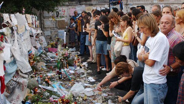 Familiares de las víctimas de la tragedia de Cromañón les rinden tributo un año después del incendio - Sputnik Mundo