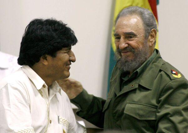 Evo Morales junto a Fidel Castro en La Habana en abril de 2006 - Sputnik Mundo