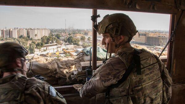 Militares estadounidenses cerca de la Embajada de EEUU en Bagdad, Irak - Sputnik Mundo