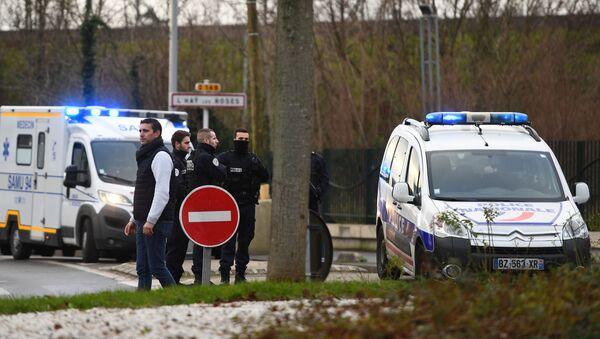 Policía el parque en el suburbio parisino de Villejuif donde se produjo un ataque con cuchillo - Sputnik Mundo