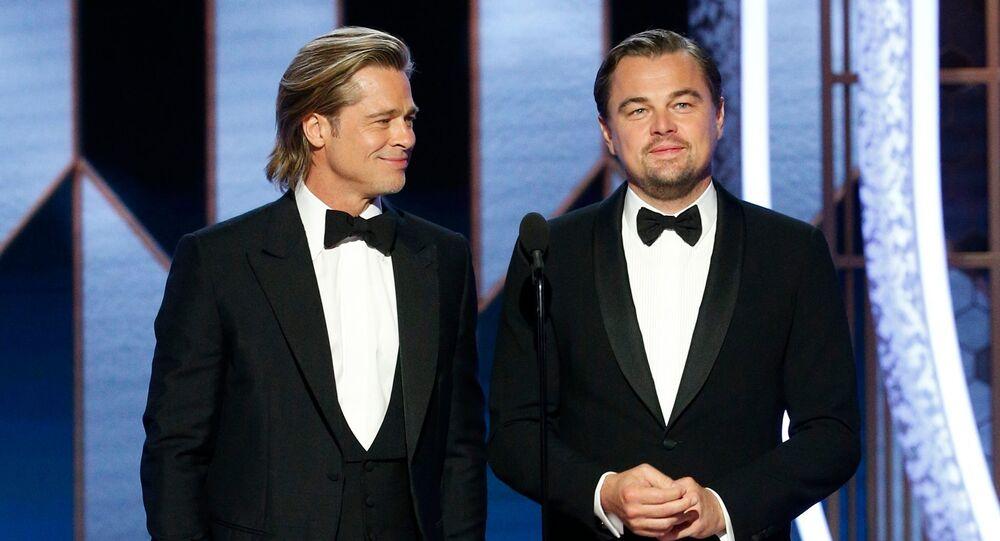 Los actores Brad Pitt y Leonardo DiCaprio en el escenario de los Globos de Oro