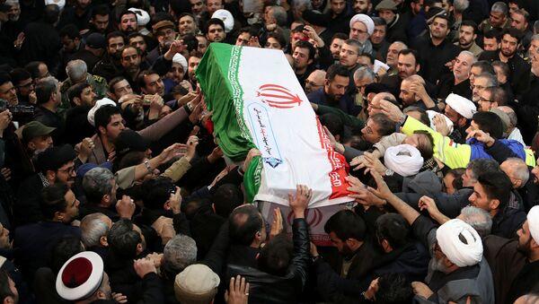 El funeral del general Soleimani en Teherán, Irán - Sputnik Mundo