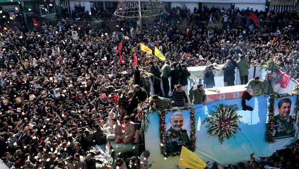 El funeral de del general Qasem Soleimani en Kerman, irán - Sputnik Mundo