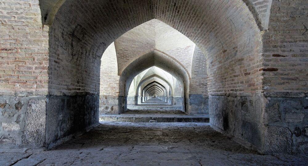 Puente Si-O-Seh Pol en Isfahán, en la República Islámica de Irán