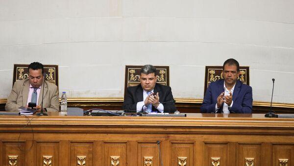 El segundo vicepresidente de la Asamblea Nacional de Venezuela, José Gregorio Noriega, junto al presidente Luis Parra y el primer vicepresidente Franklyn Duarte (archivo) - Sputnik Mundo