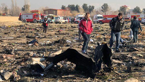 Restos del avión siniestrado en Teherán, Irán - Sputnik Mundo